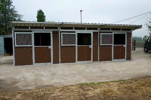 Outdoor stables L type – Shed roof
