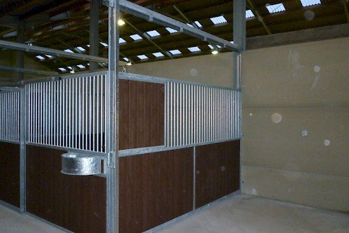 Indoor stables Pivoting and sliding walls