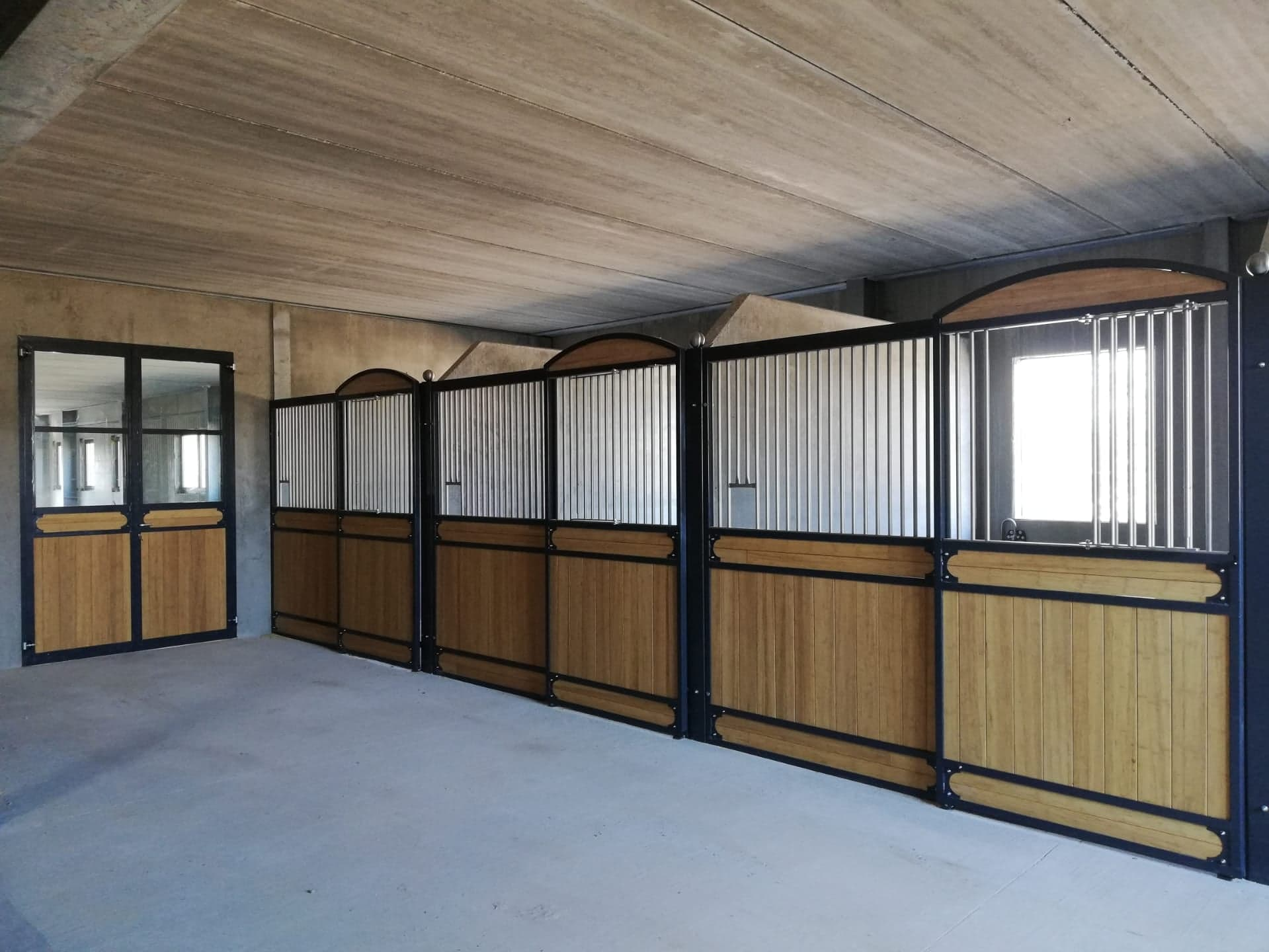 parois luxe wellington paho horse stables a stable to live to work to enjoy. Black Bedroom Furniture Sets. Home Design Ideas